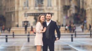 photo de couple miroire d'eau à bordeaux - photographe mariage bordeaux