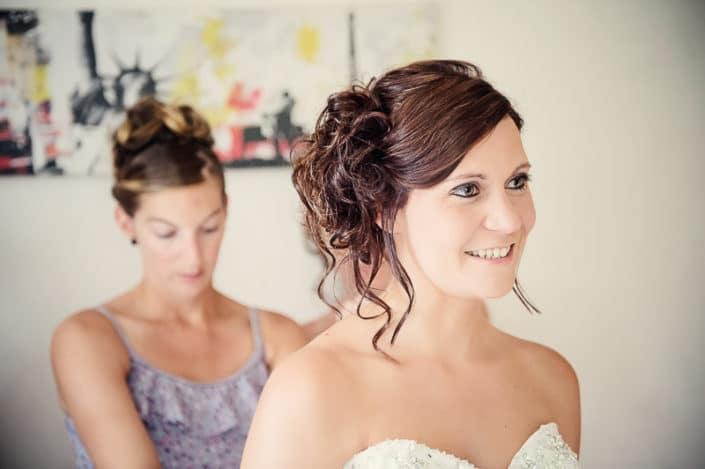 mariée pendant les préparatifs de son mariage