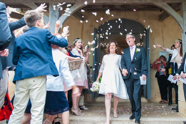 sortie des mariés de l'église saint eloi biganos