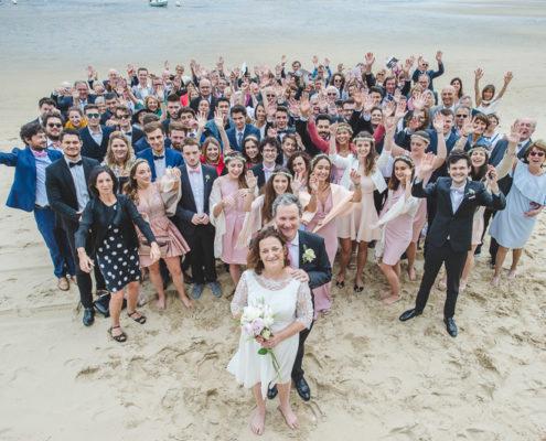 photo de groupe mariage plage