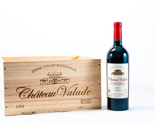 Bouteille de vin et caisse