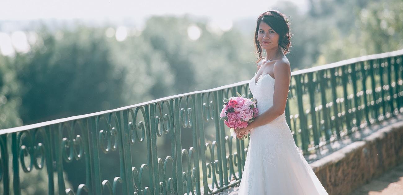 Mariée posant à Bourg sur Gironde