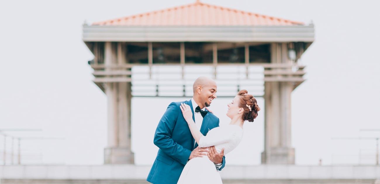Couple de marié posant à Anglet
